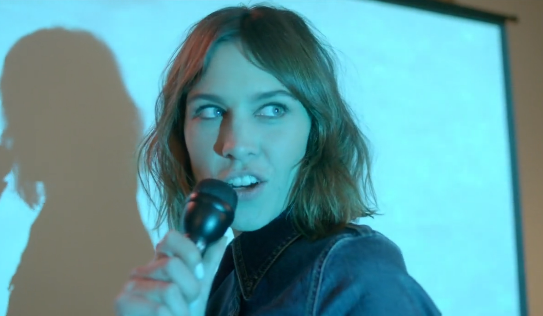 alexa-chung-karaoke